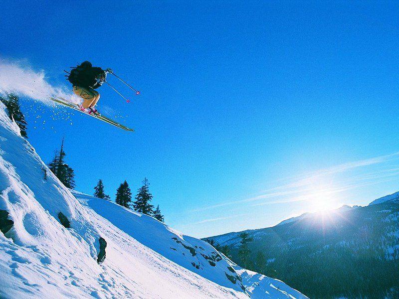 Лыжник прыжок горы небо  № 3309021 загрузить