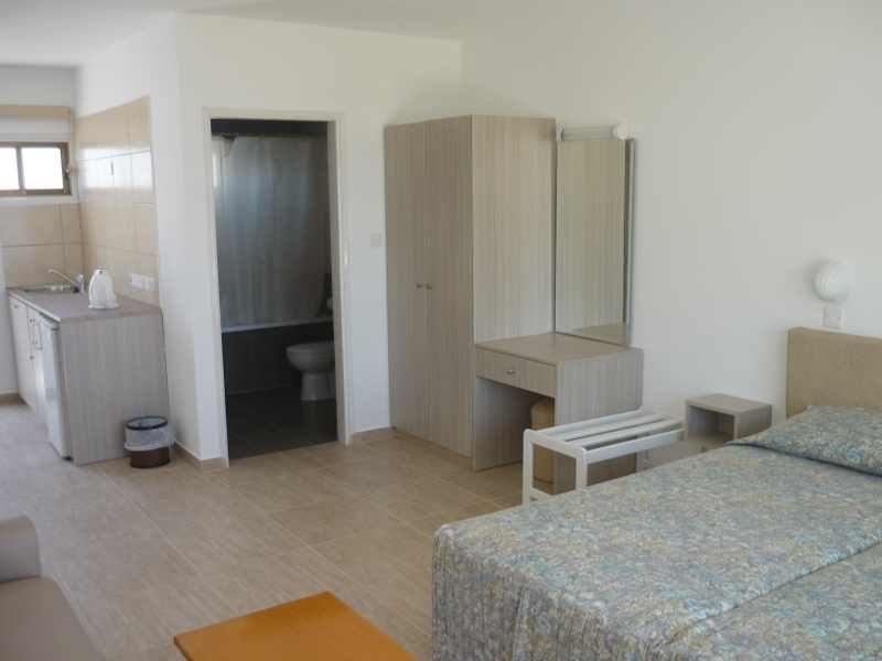 PINELOPI BEACH HOTEL APTS. Фото -28